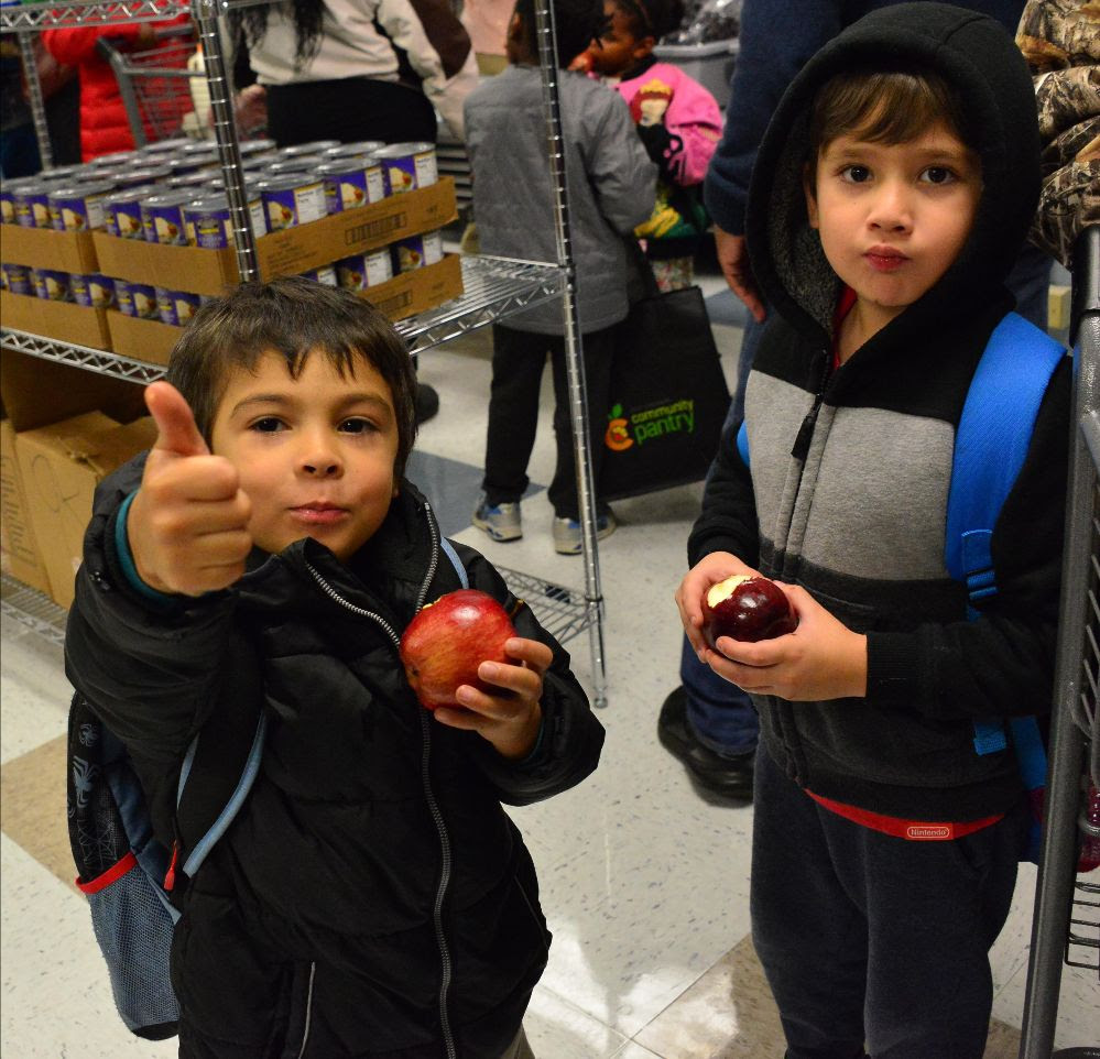kids thumbs up eating apples